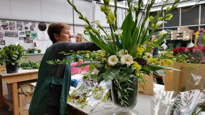 A florist at Longacres putting together an arrangement