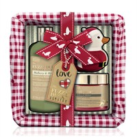 Baylis & Harding Christmas Mulberry & Mistletoe Luxury Basket Gift Set (FD17SMLBASKET)