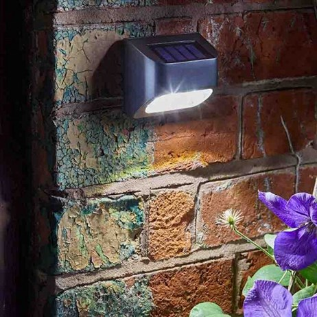 Smart Garden Super Bright Solar Premier Fencer, Wall and Post Light 10L (1007020)